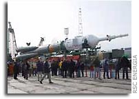 Soyuz TMA-4 Transported to Launch Pad