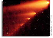 Spitzer Telescope Sees Trail of Comet Crumbs