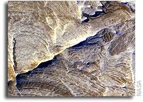 NASA Mars Orbiter Sees Effects of Ancient Underground Fluids