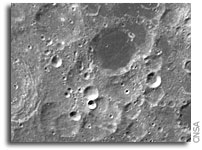 China publishes first moon picture from Chang'e-1