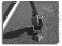NASA's Phoenix Mars Lander Extending Trench