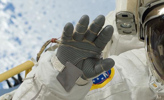 NASA Awards $350,000 to Winning Astronaut Glove Designers ...
