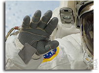 NASA Awards $350,000 to Winning Astronaut Glove Designers