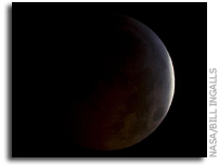 Photo: Total Lunar Eclipse as Seen From Earth's Surface