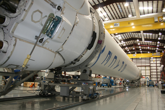 spacex dragon rocket in hanger - photo #18