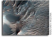 NASA MRO Image: Dunes and Ripples in Valles Marineris