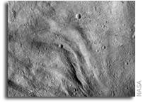 NASA Dawn Image: Undulating Terrain in Vesta's Southern Hemisphere