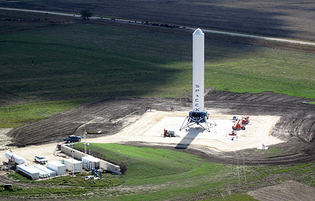 SpaceX Tests Grasshopper Rocket in Two-Story Hop