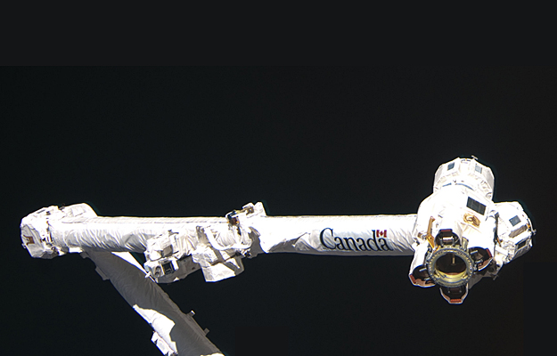 canadarm 2 The spacex dragon was grappled by the canadarm2 robotic arm today as the space station orbited above the continent of africa credit: nasa tv.