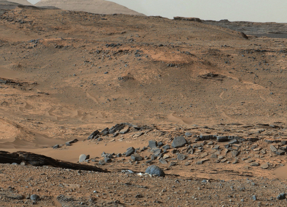 NASAs Mars Curiosity Rover Arrives at Martian Mountain