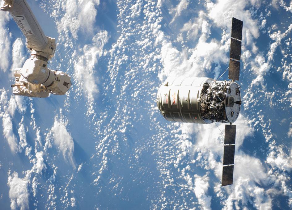 astronaut orbiting space station - photo #47