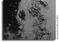 'Another Mountain Range on Pluto' from the web at 'http://images.spaceref.com/news/2015/nh-pluto-mountain-range.jpg'