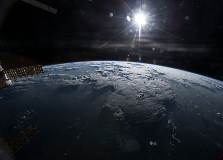 Looking Out At Earth's Horizon - SpaceRef