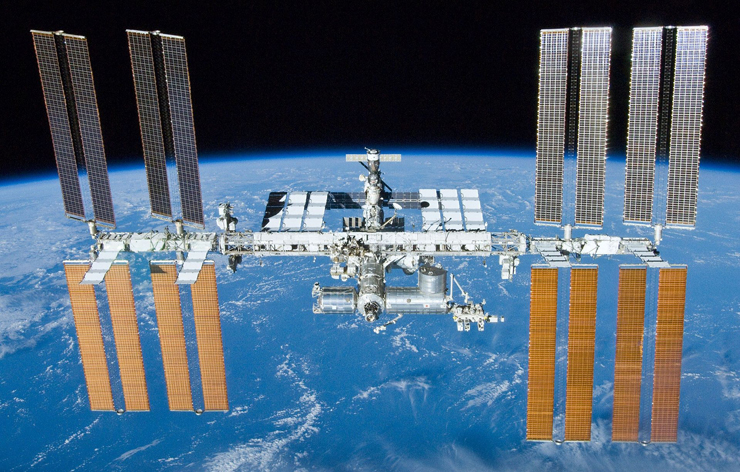 http://images.spaceref.com/news/2016/iss.spaceline.jpg