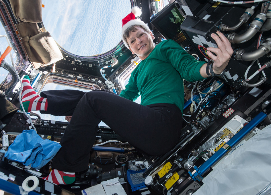 Peggy Whitson Has Holiday Spirit As Earth Floats By