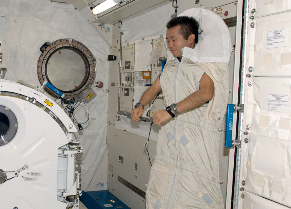 where does astronauts sleep - photo #20
