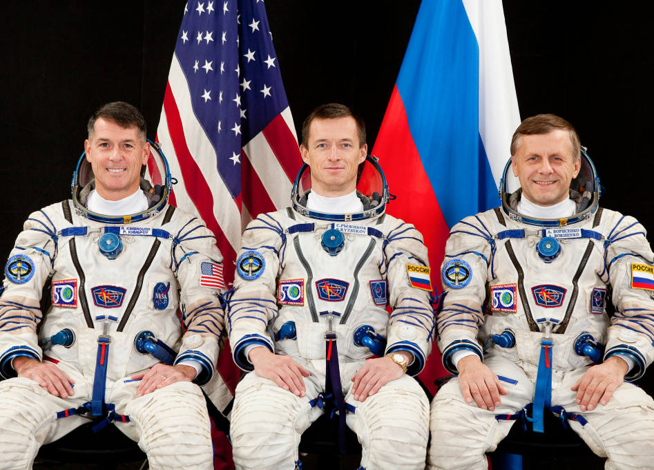 NASA astronaut and 2 Russian cosmonauts return to Earth