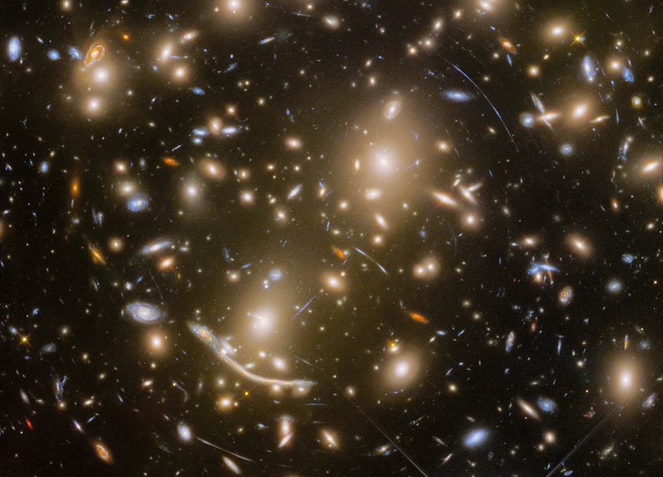 Hubble captures galaxy cluster 6 billion light years away
